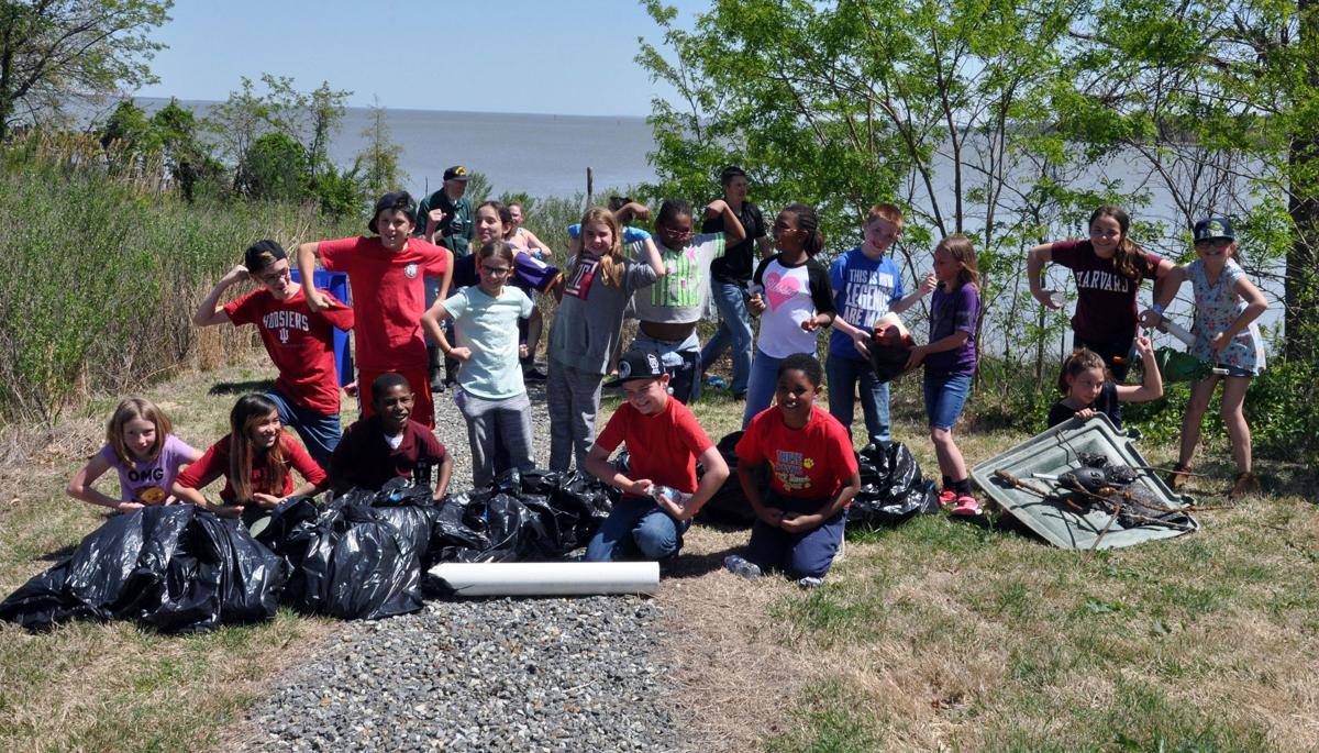 Dahlgren 4th and 5th graders helping to keep the beach clean.