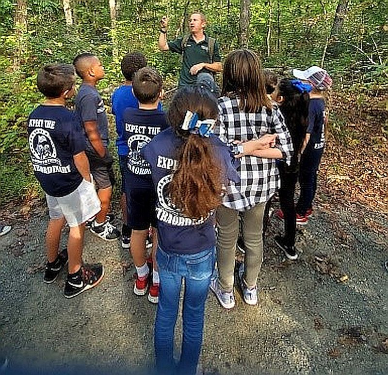Rangers show Gordon ES 3rd Graders how to identify trees by looking at their leaves.