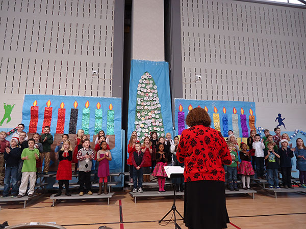 02-West Points ES celebrates the holidays